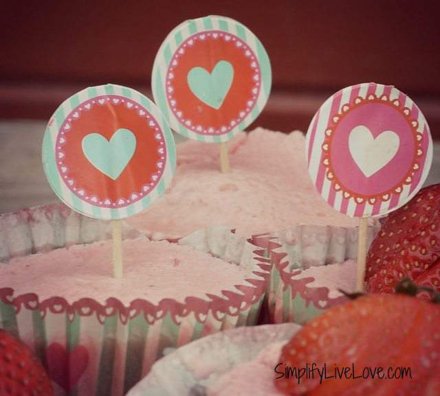 frozen strawberry yogurt cupcakes