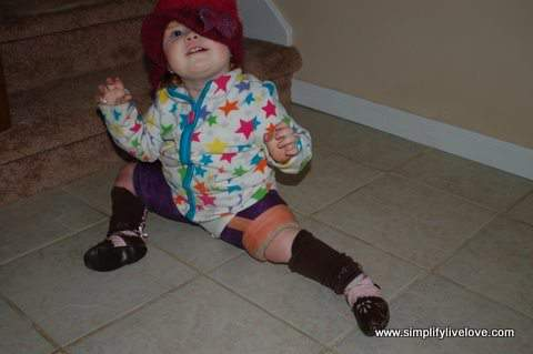 toddler crawling in spica cast