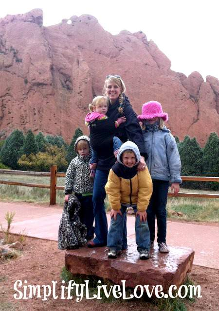 mom and 4 kids at kissing camels in garden of the gods