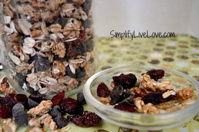 chocolate cranberry granola3