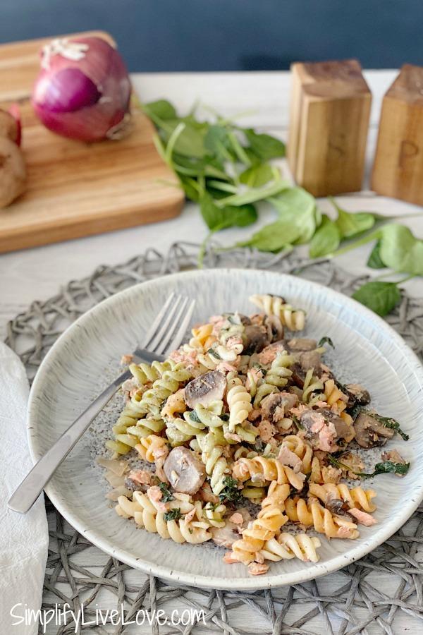 delicious salmon pasta