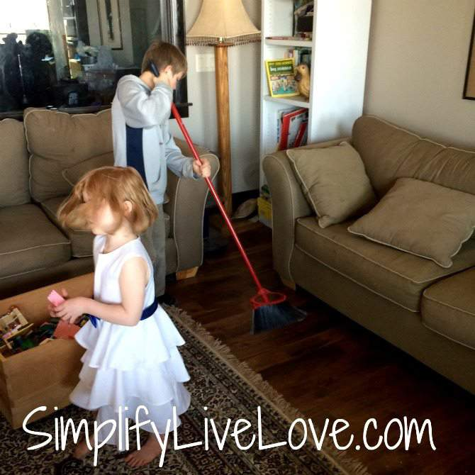 A Day in the Beautiful Mess of a Multi-Age Homeschool delegate #SweepTheMess #CollectiveBias #ad