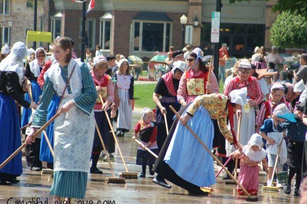 Holland in Iowa ~ Pella Tulip Time Festival
