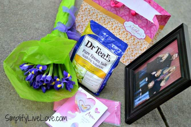 How to Make a Meaningful Mother's Day Gift for the Mom Who Has it All #BestMomsDayEver #CollectiveBias #ad putting it together