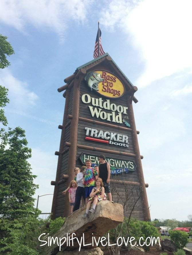 5 things to do with kids in Springfield , Missouri - Bass Pro Shops by SimplifyLiveLove.com
