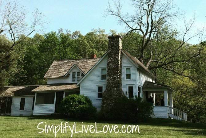 5 things to do with kids in Springfield , Missouri-Rocky Ridge Farm where Laura Ingalls Wilder wrote the Little House on the Prairie books by SimplifyLiveLove.com