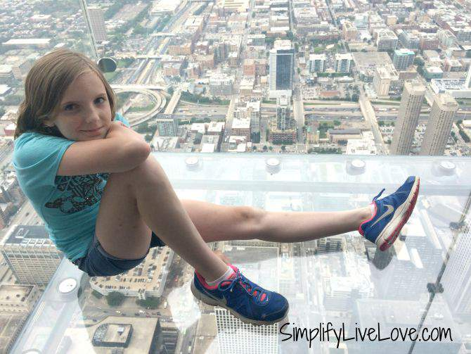 Awesome Day Trip to Chicago with Girl Scouts Sky Deck at Willis Tower from SimplifyLiveLove.com