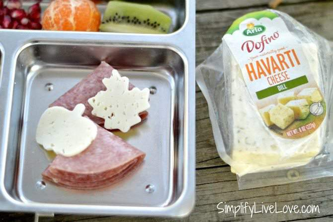 Easy Bento Ideas for Mess Free Snacking in the Car - from SimplifyLiveLove.com #Arla101 #ad