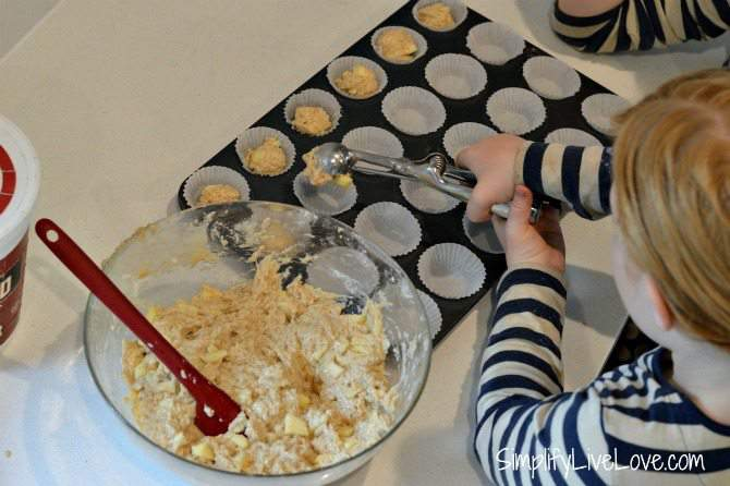 Cooking with Kids - Mini Applesauce Muffin Recipe - fun & healthy recipe to make with kids from {SimplifyLiveLove.com}