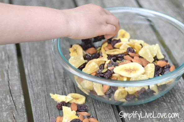 30 second trail mix with almonds and dried fruit