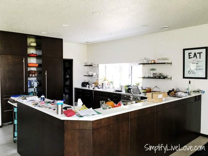 messy-kitchen-passive-aggressive-house