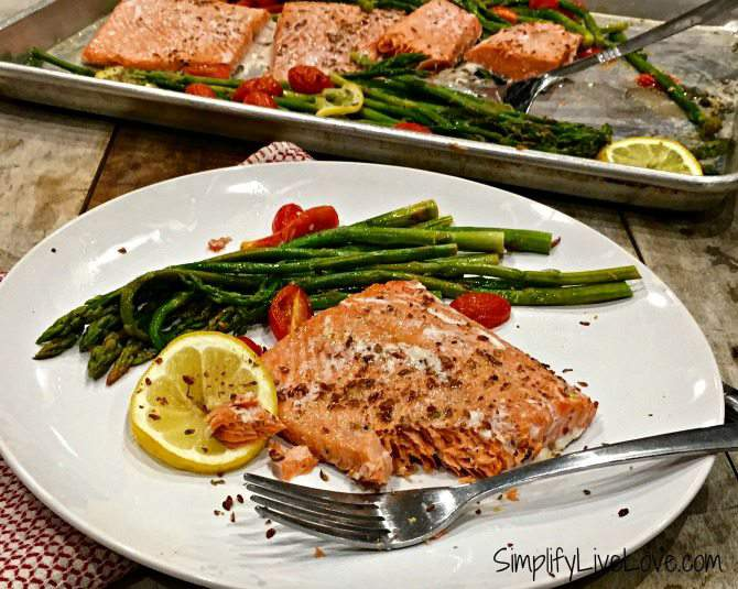 Easy Weeknight Salmon & Asparagus Sheet Pan Dinner #EatCleanwithBarleans #Giveaway