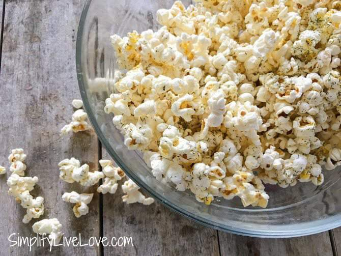 Dill Pickle Popcorn Recipe {and #PopWithBarleans giveaway!}