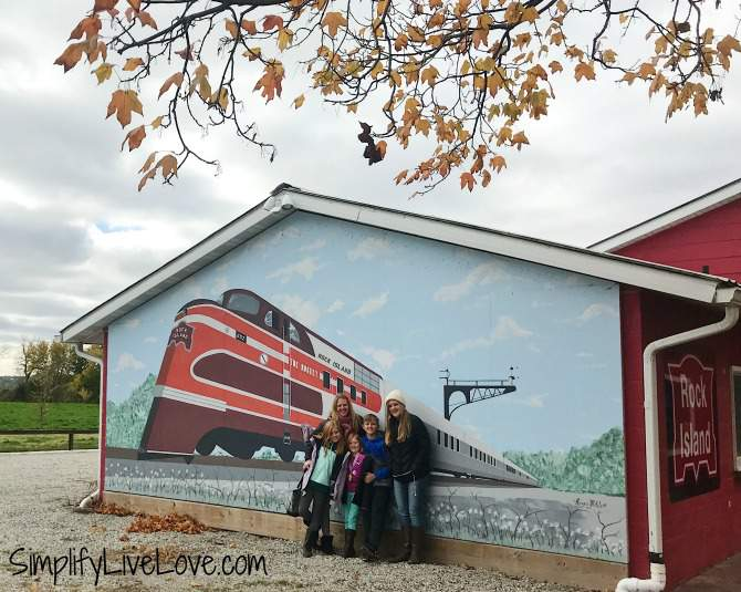 Train Murals in Eldon Iowa