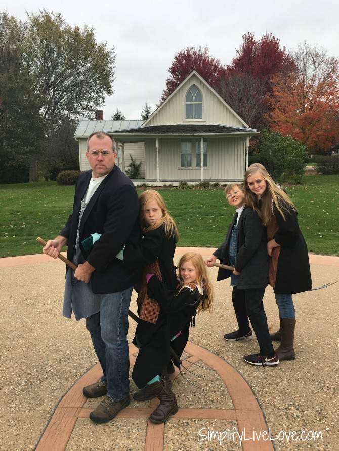 harry potter style at the American Gothic House