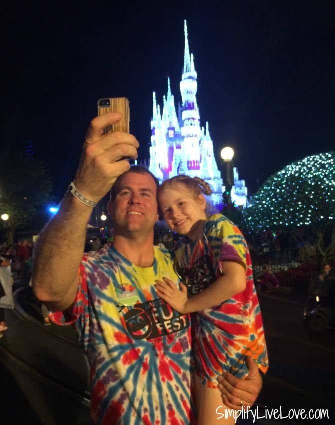 take your own photos at Disney World to save money
