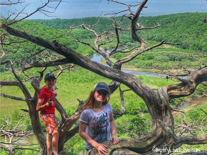 trusting kids to make good decisions is important when hiking with kids