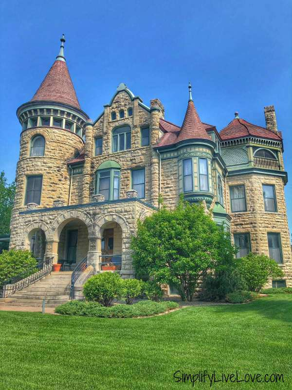 the castle la crosse bed and breakfast