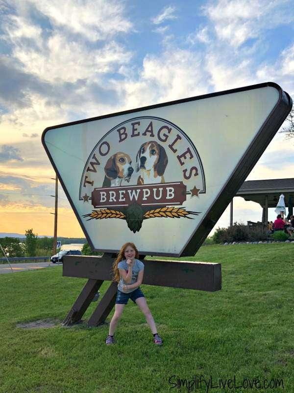 two beagles brewpub onalaska wi