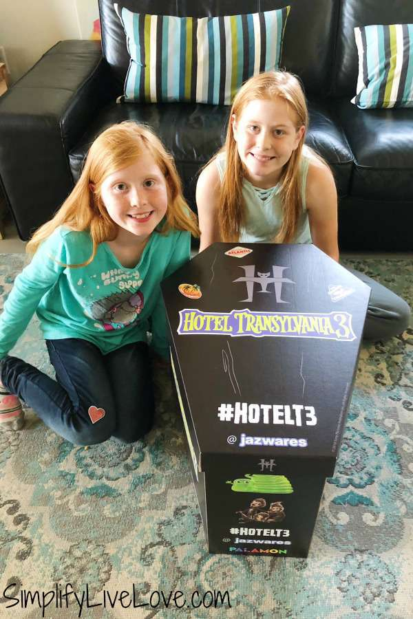 #hotelT3 Hotel Transylvania 3 coffin box from @jazwares