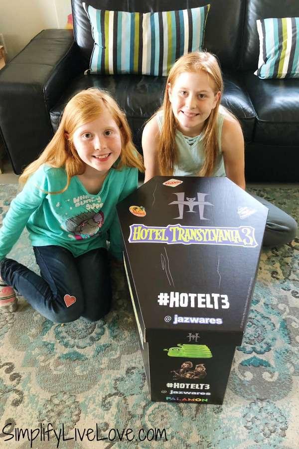 #hotelT3 Hotel Transylvania 3 coffin box from @jazwares